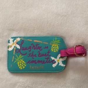 Benefit 🍍 Luggage Tag